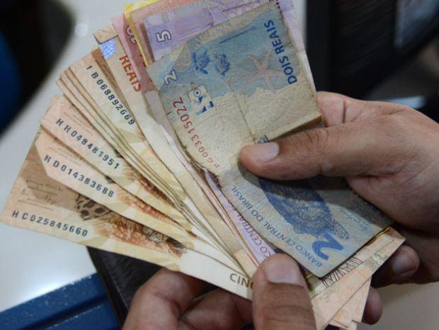 Governo decidiu reajustar o salário mínimo de R$ 1.039 para R$ 1.045 a partir do dia 1º de fevereiro