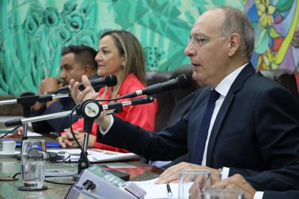 Prefeito Hélio Peluffo leu mensagem na abertura dos trabalhos da Câmara de Vereadores