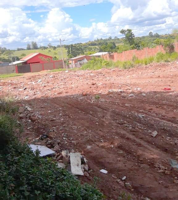 A empresa Materiais de Construção São José faz a retirada dos entulhos no Jardim das Paineiras