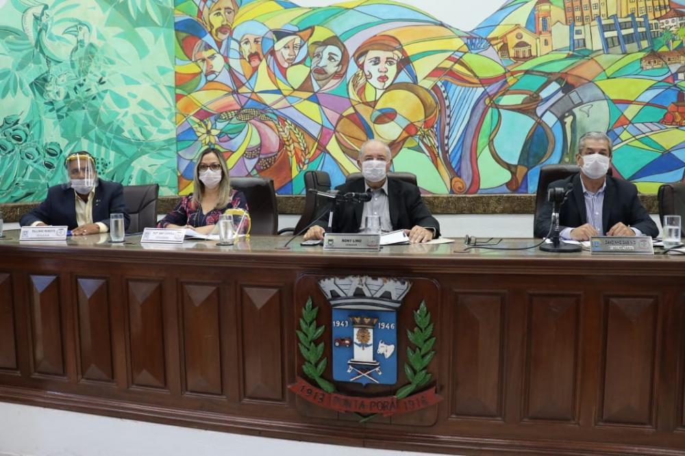 Durante a sessão ordinária, os vereadores votaram e aprovaram em regime de urgência