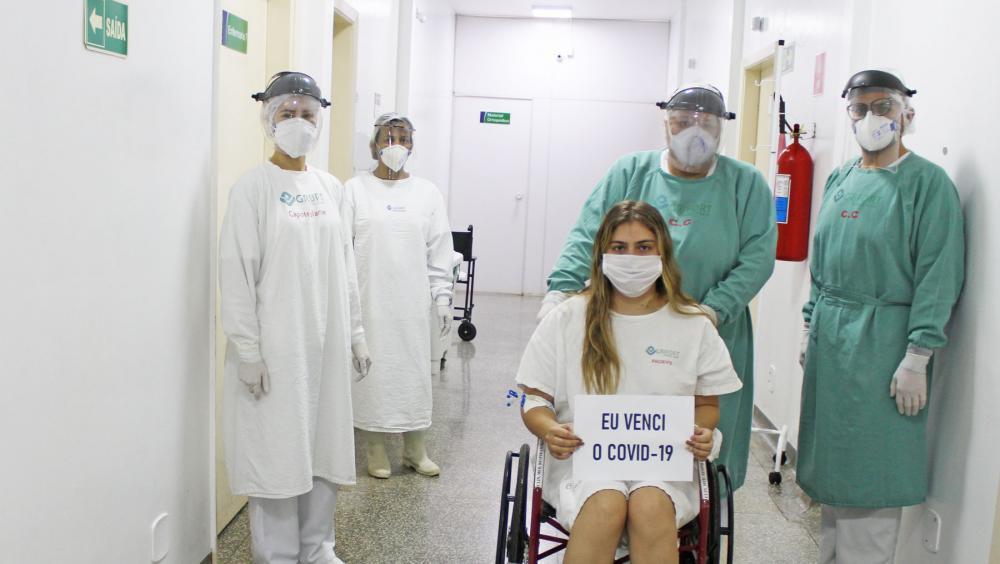 Paciente do Hospital Regional de Ponta Porã (MS) recebe alta após 11 dias de internação para tratar Covid-19